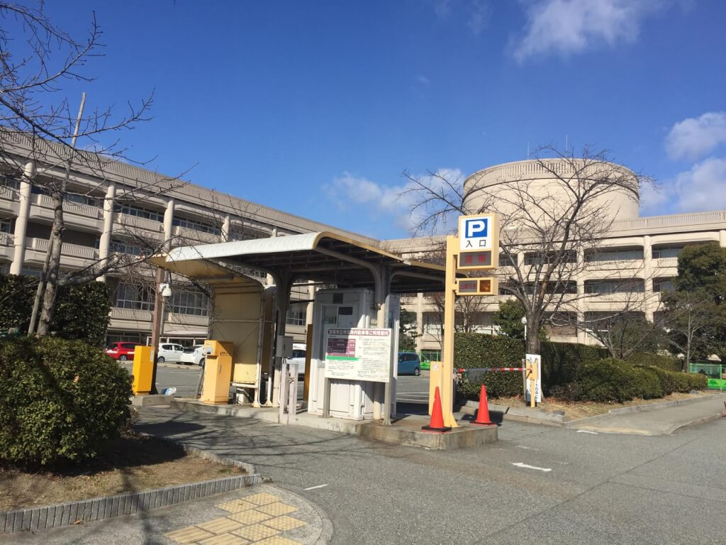 宝塚市役所の駐車場