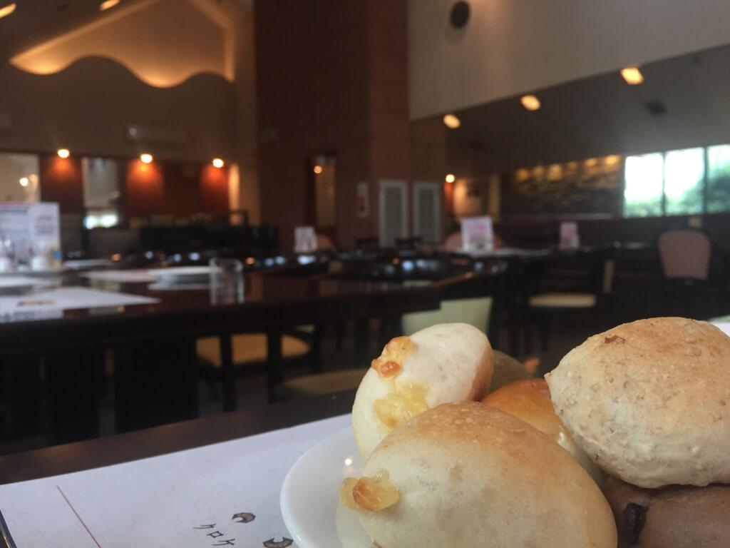 サンマルク宝塚店内とパン