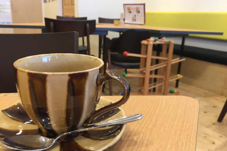 さんかくカフェコーヒーと玩具